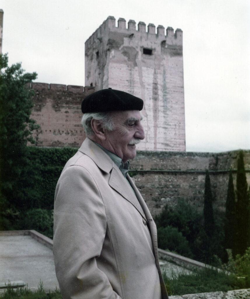 Francisco Ayala en la Alhambra, en 1985