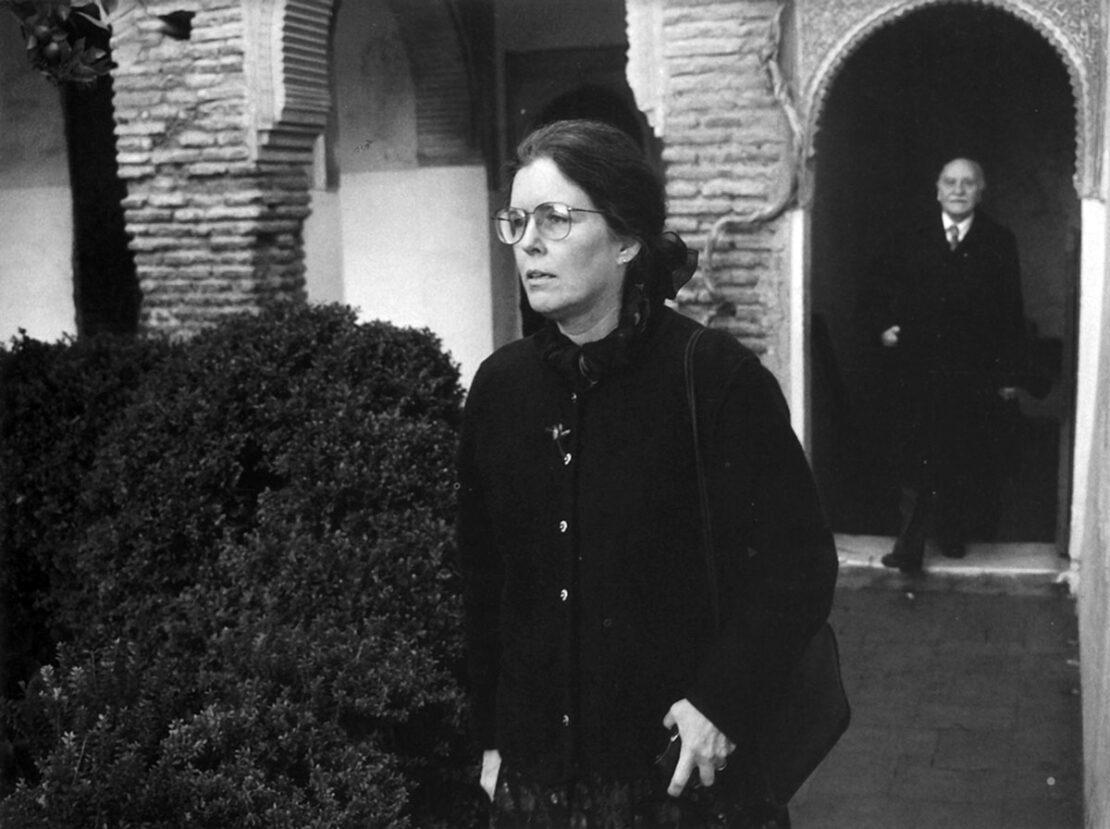 Fotografía de Francisco Fernández. Carolyn Richmond y Francisco Ayala en el Generalife, en 1992.